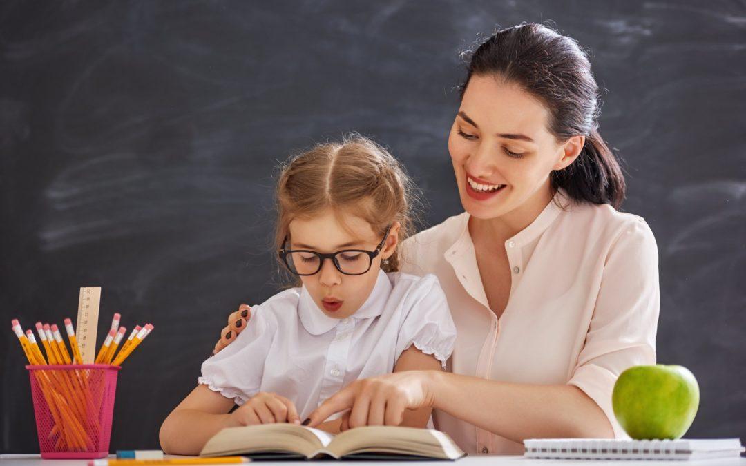 Apprendre à lire : 20 astuces efficaces pour aider votre enfant