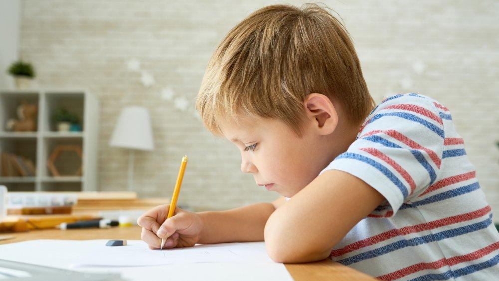 10 activités efficaces pour préparer votre enfant à l'écriture